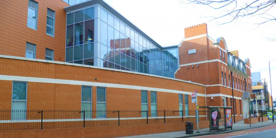 Wood_Green_police_station_(2)